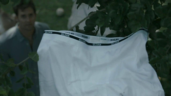 Gildan TV Spot, 'Underwear in Tree'