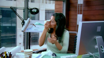 ACUVUE Oasys Contacts TV Spot, 'Office Dry Eyes' - Thumbnail 3