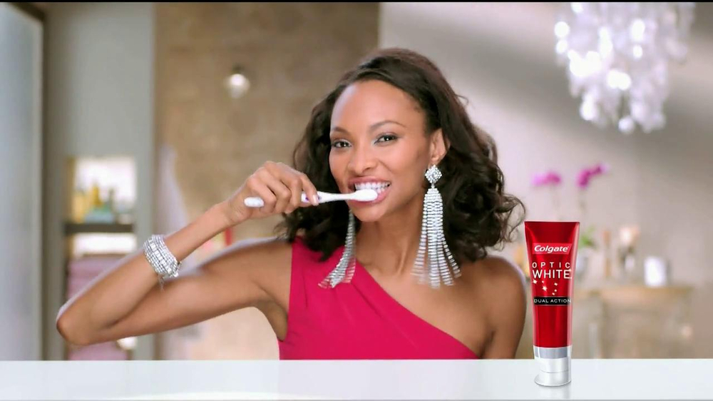 Colgate Optic White Dual Action TV Commercial, 'Accessories'