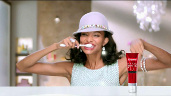 Colgate Optic White Dual Action TV Spot, 'Accessories' - Thumbnail 6