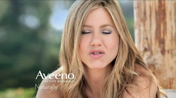 Aveeno Daily Moisturizing TV Spot, 'Hydration' Feat. Jennifer Anniston - Thumbnail 10