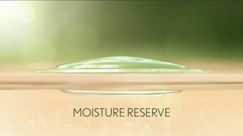 Aveeno Daily Moisturizing TV Spot, 'Hydration' Feat. Jennifer Anniston - Thumbnail 7