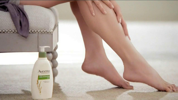 Aveeno Daily Moisturizing TV Spot, 'Hydration' Feat. Jennifer Anniston - Thumbnail 8