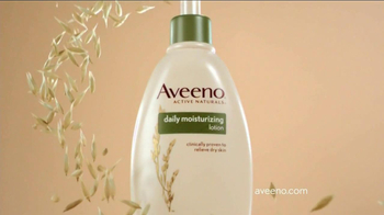 Aveeno Daily Moisturizing TV Spot, 'Hydration' Feat. Jennifer Anniston - Thumbnail 9