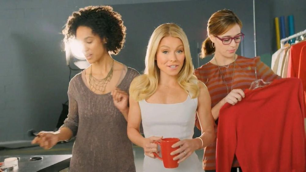Colgate Total Adavanced Mouthwash TV Commercial, 'Beach' Ft. Kelly Ripa