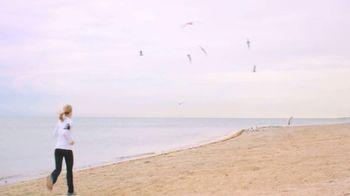 Colgate Total Adavanced Mouthwash TV Spot, 'Beach' Ft. Kelly Ripa - Thumbnail 1