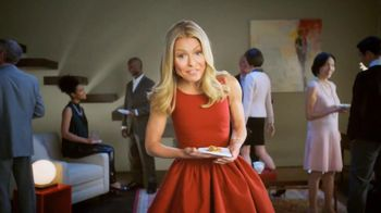 Colgate Total Adavanced Mouthwash TV Spot, 'Beach' Ft. Kelly Ripa - Thumbnail 8