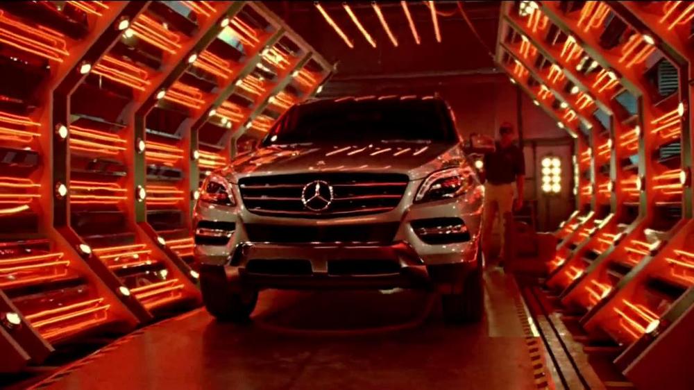 2014 mercedes benz e350 sport tv commercial 39 heat on the for Mercedes benz winter event commercial