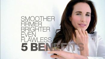 L'Oreal Visible Lift TV Spot 'Serious Business' Feat. Andie MacDowell - Thumbnail 4