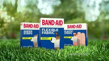 Band-Aid TV Spot, 'Quiltvent'  - Thumbnail 9