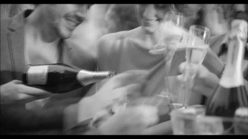 Martini and Rossi Asti TV Spot, 'Fountain' - Thumbnail 6