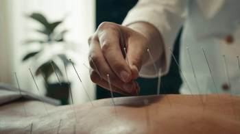 Holiday Inn Express TV Spot, 'Acupuncture' - Thumbnail 5