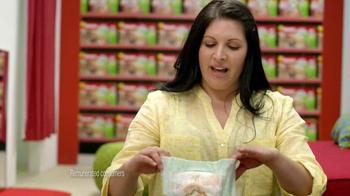 Huggies Slip-On TV Spot, 'Diaper Aisle Fitting Room' - Thumbnail 6