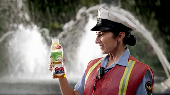 Lipton 100% Natural TV Spot, 'Traffic' Song by Givers - Thumbnail 3