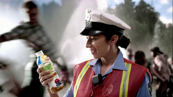 Lipton 100% Natural TV Spot, 'Traffic' Song by Givers - Thumbnail 6