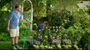 Miracle-Gro Liquafeed TV Spot, 'Bigger, Healthier, More Beautiful' - Thumbnail 5