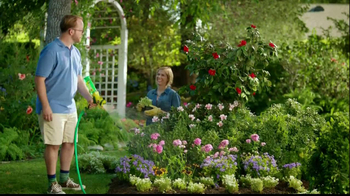 Miracle-Gro Liquafeed TV Spot, 'Bigger, Healthier, More Beautiful' - Thumbnail 6