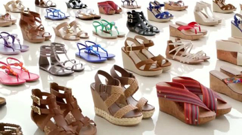 Payless Shoe Source Venta de Sandalias TV Spot [Spanish] - Thumbnail 5