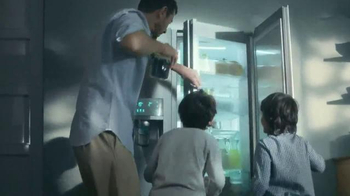 Samsung Food ShowCase Refrigerator TV Spot, 'Mom's Birthday Surprise' - Thumbnail 6