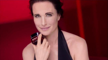 L'Oreal Paris Revitalift TV Spot Featuring Andie MacDowell - Thumbnail 2