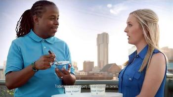Yoplait 100 Calorie Strawberry Greek Yogurt TV Spot, 'Music City Taste-Off' - Thumbnail 7
