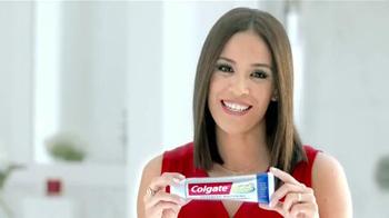 Colgate Total Advanced Whitening TV Spot, 'Se Siente Increíble' [Spanish] - Thumbnail 5