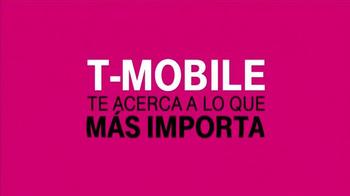 T-Mobile TV Spot, 'Shakira y la Familia' [Spanish] - Thumbnail 5