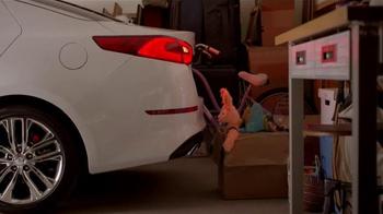 2014 Kia Optima LX TV Spot, 'Backup Warning System' - Thumbnail 6