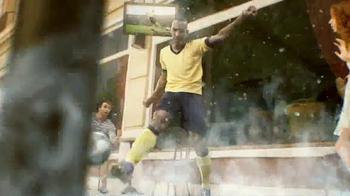 Coors Light TV Spot, 'Refresh Your Soccer Passion' Ft. Luis Amaranto Perea - Thumbnail 5