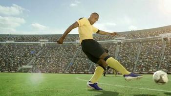 Coors Light TV Spot, 'Refresh Your Soccer Passion' Ft. Luis Amaranto Perea - Thumbnail 8