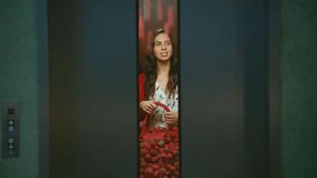 Redd's Strawberry Ale TV Spot, 'Elevador' [Spanish] - Thumbnail 4
