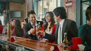 Redd's Strawberry Ale TV Spot, 'Elevador' [Spanish] - Thumbnail 9