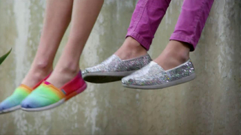 Skechers Bobs TV Spot, 'Donated Shoes' Featuring Brooke Burke Charvet - Thumbnail 9
