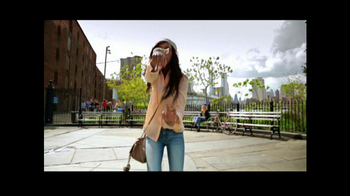 American Eagle Outfitters TV Spot, 'Rock Your Walk' Song by Bruno Mars - Thumbnail 4