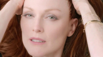 L'Oreal Age Perfect Glow Renewal TV Spot Featuring Julianne Moore - Thumbnail 6