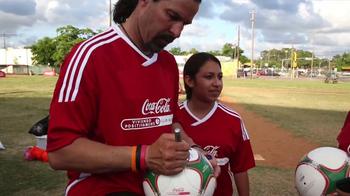 Coca-Cola TV Spot, 'Club Balón Rojo' - Thumbnail 4