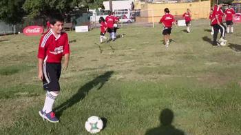 Coca-Cola TV Spot, 'Club Balón Rojo' - Thumbnail 5