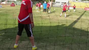 Coca-Cola TV Spot, 'Club Balón Rojo' - Thumbnail 7
