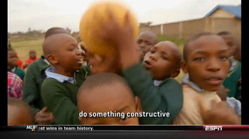 Chevrolet and One World Futbol Project TV Spot, 'Kibera, Nairobi, Kenya' - Thumbnail 10