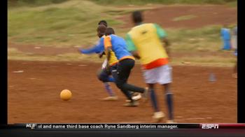 Chevrolet and One World Futbol Project TV Spot, 'Kibera, Nairobi, Kenya' - Thumbnail 6