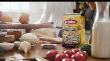 Bertolli Chicken Florentine & Farfalle TV Spot, 'A Little More Italy' - Thumbnail 9