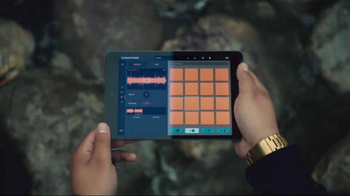Apple iPad TV Spot, 'Yaoband's Verse' - Thumbnail 3