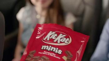 KitKat TV Spot, 'Por La Cuidad' [Spanish] - Thumbnail 3
