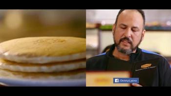Denny's Cuatro Platillos TV Spot, 'Equipo' [Spanish] - Thumbnail 3