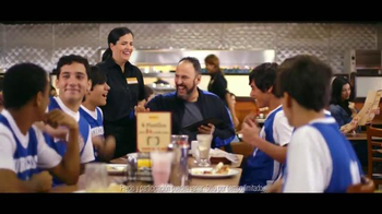 Denny's Cuatro Platillos TV Spot, 'Equipo' [Spanish] - Thumbnail 9