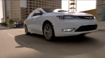 2015 Chrysler 200 Limited TV Spot, 'The Extra Mile' - Thumbnail 4