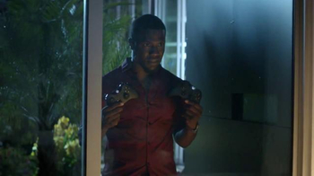 Madden NFL 15 TV Spot, 'The Stare' Featuring Dave Franco, Kevin Hart - Thumbnail 6
