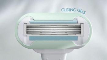 Venus Embrace Sensitive TV Spot, 'The Perfect Match for Sensitive Skin' - Thumbnail 6