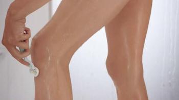 Venus Embrace Sensitive TV Spot, 'The Perfect Match for Sensitive Skin' - Thumbnail 7