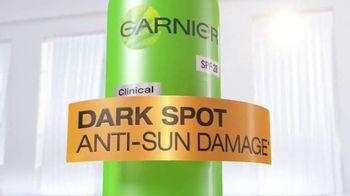Garnier Anti-Sun Damage Daily Moisturizer TV Spot Featuring Kate Walsh - Thumbnail 3